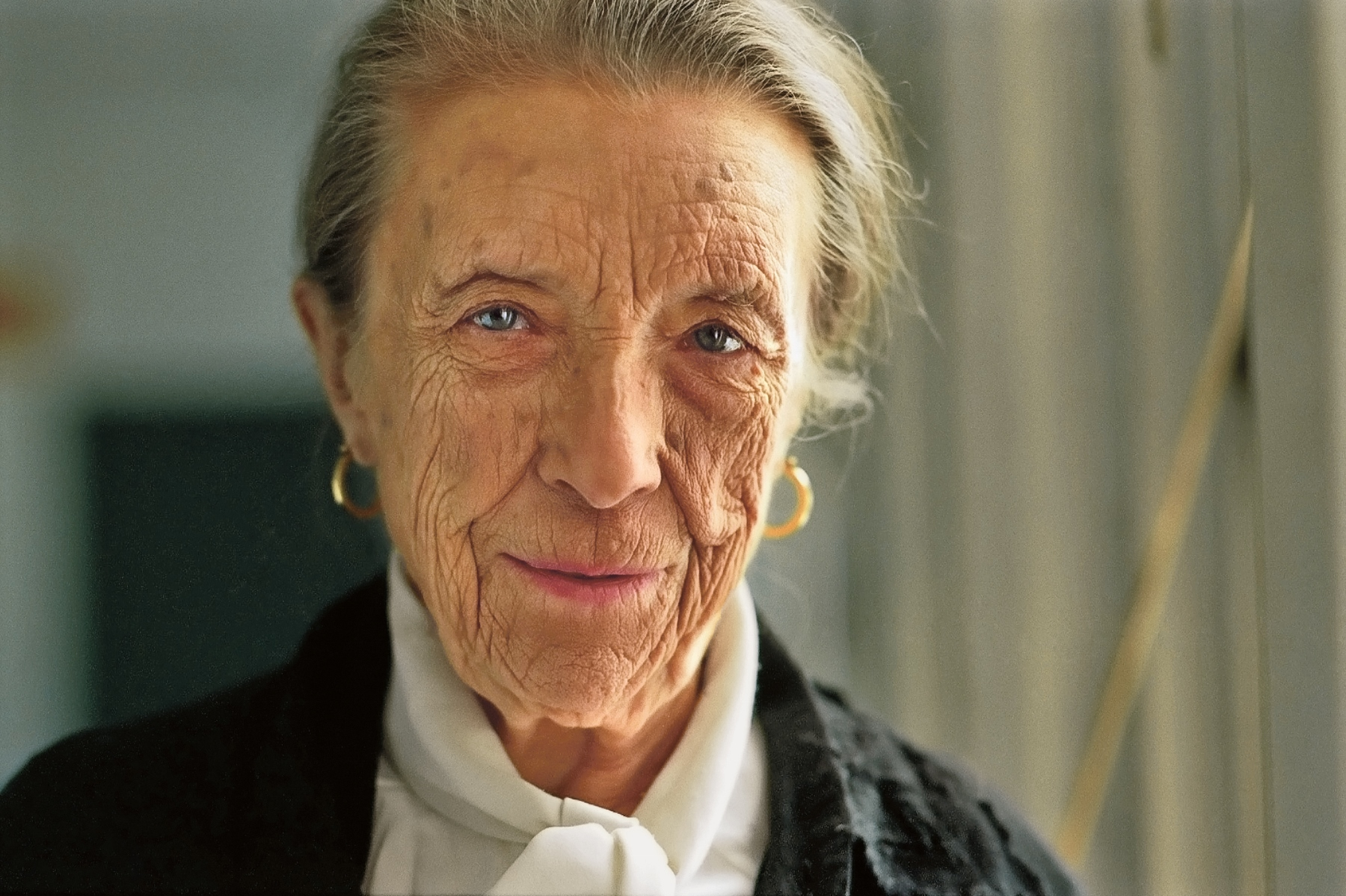 How one fine night louise bourgeois told me about her sketchbooks iskn - Bourgeois foto ...